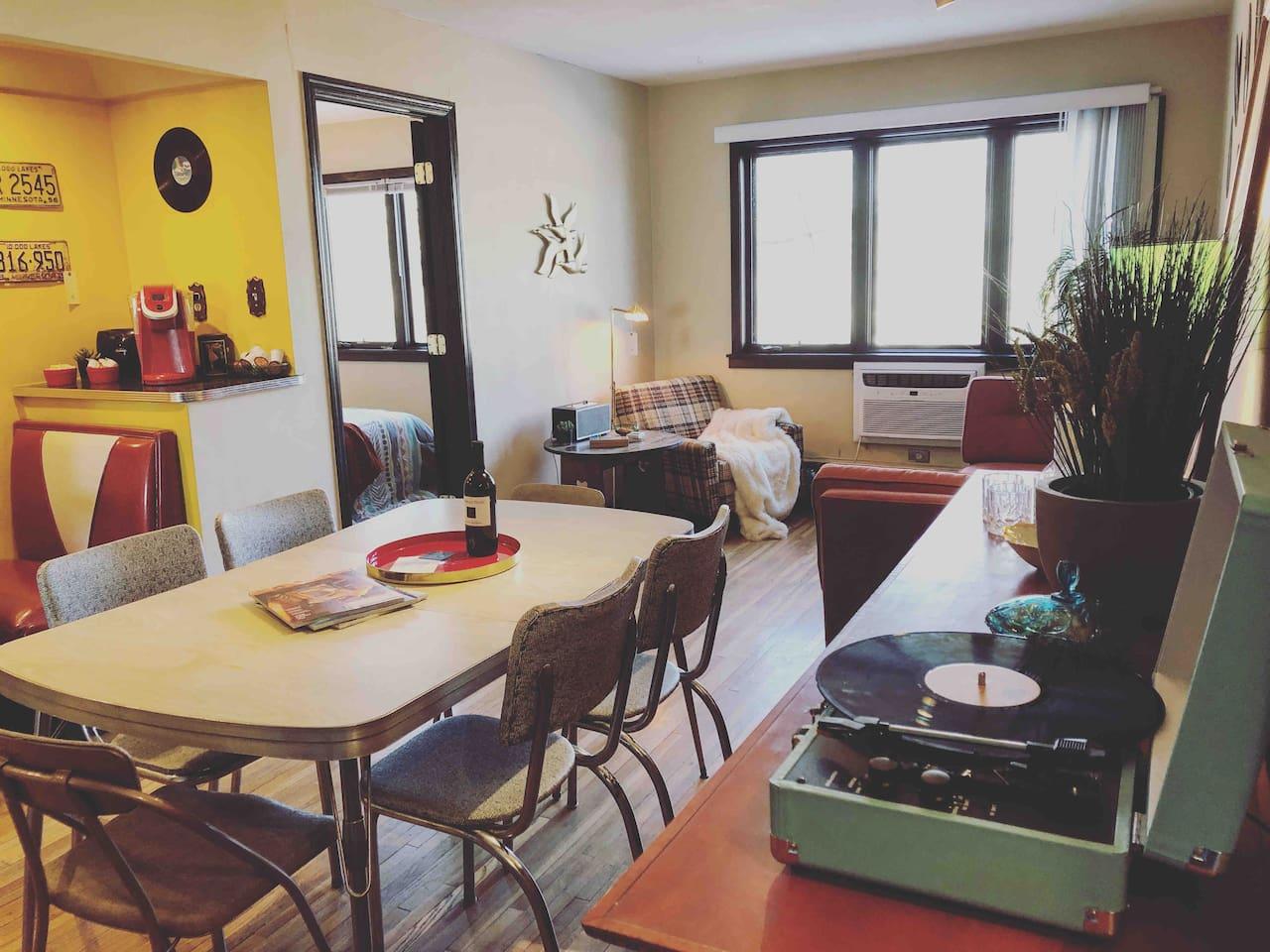 Cedar Lake Beach – Retro Vintage Apartment