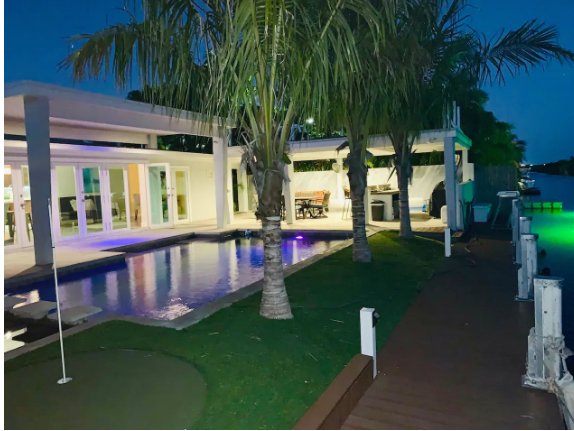 Club Riviera House on Water